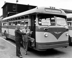 Checker 340 Transit Bus